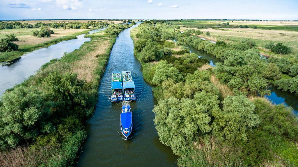 plimbari cu barca pe lacurile din delta dunarii