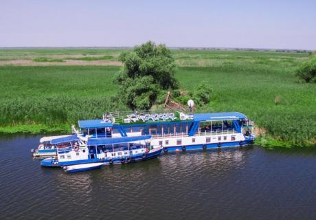 Cazare hotel plutitor Delta Dunării cu vouchere sau Tichet de vacanță