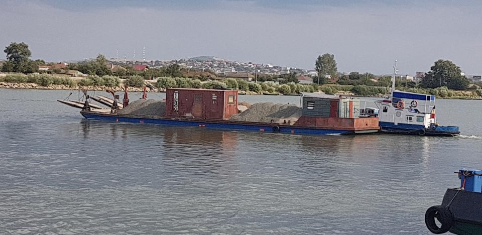 transport naval cu barje la Sulina