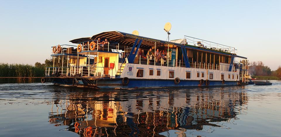 rusalii pe hotel plutitor in croaziera prin delta dunarii