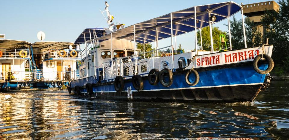 plimbari cu barca pe canale lacuri si observarea pasarilor