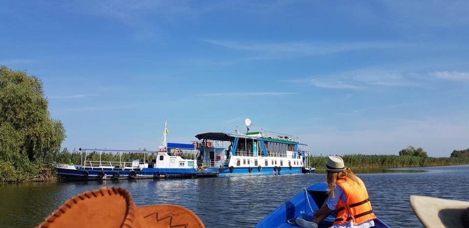 viziteaza delta dunarii in plimbare cu barca