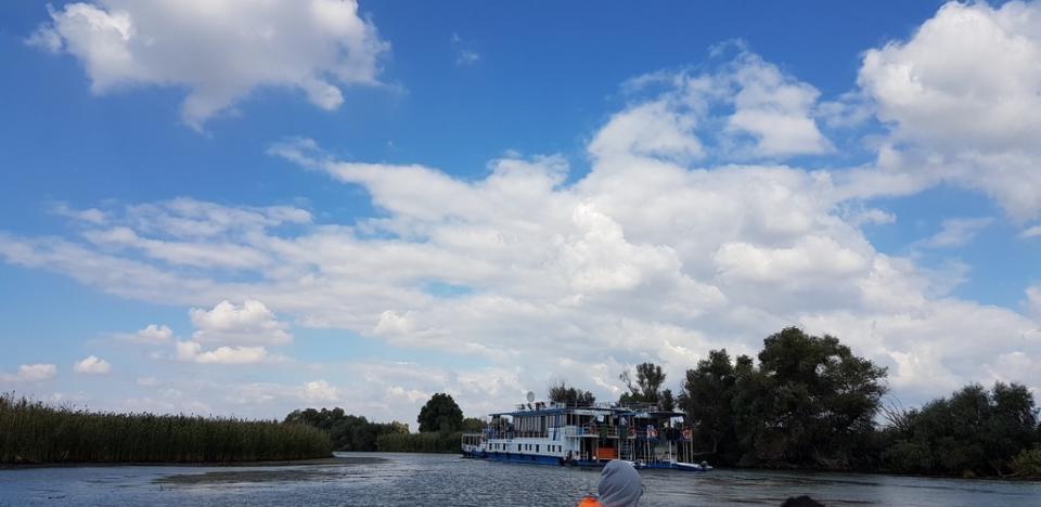 Vizitand minunatiilre deltei, calatorii cu barca pe canale