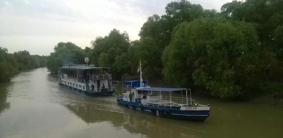sejur hotel plutitor in Delta Dunarii