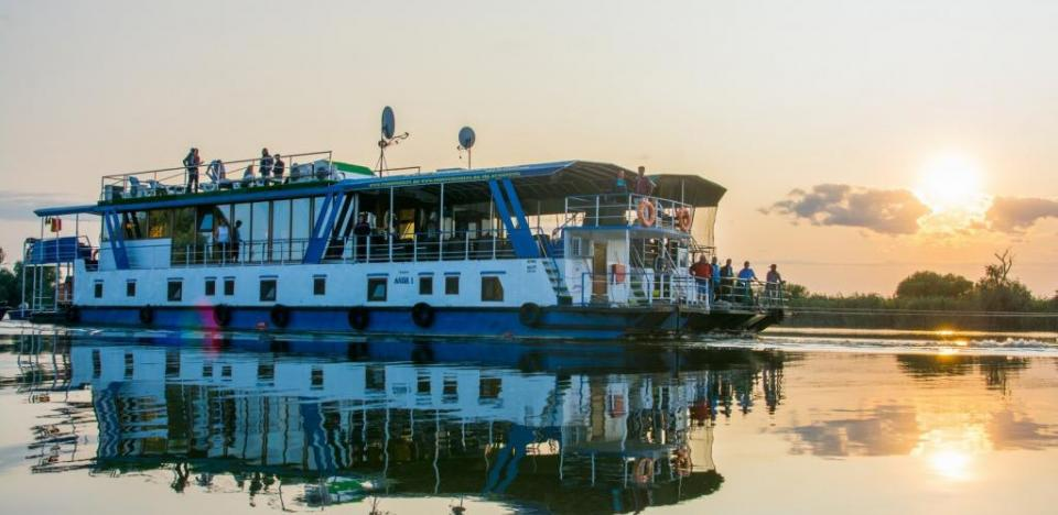 cazare cu voucherepe hotel plutitor